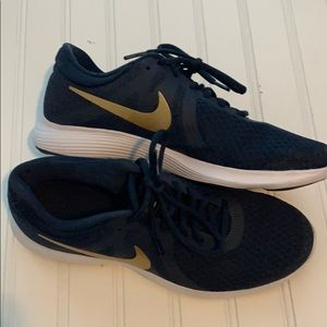 Nike Women's Navy Shoes size 8.5